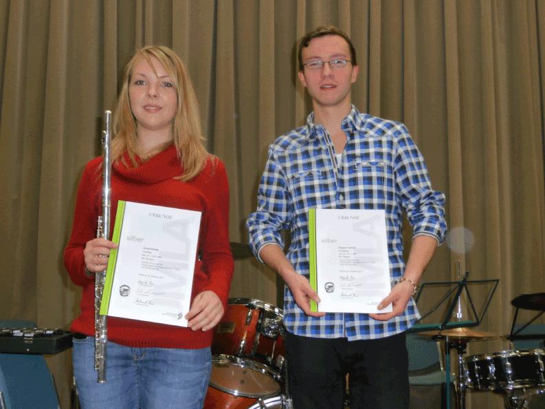 Amelie Goroll (Querflöte) und Yannick Kappus (Schlagzeug)